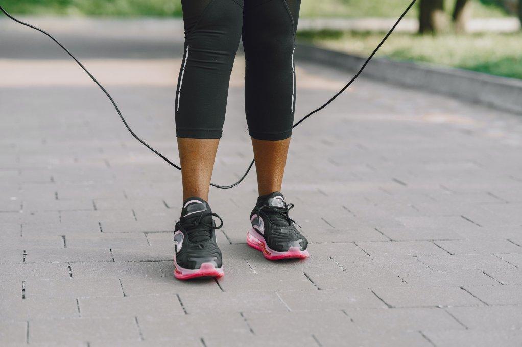 ejercicios para eliminar la celulitis saltar a la cuerda